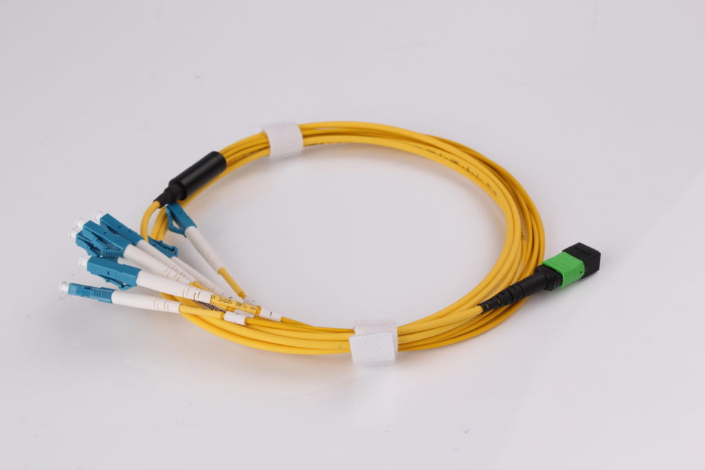 LC to MPO Singlemode 12cores 3.0mm 1.5m Hybrid Fiber Optic Jumper Cables